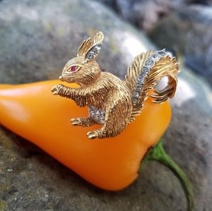 Jewelry - Vintage Attwood Sawyer Golden Squirrel Pin, Signed